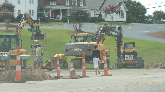 On Friday afternoon, before the school opens on Monday morning, there is still a deep trench on the south side of Hwy-90/64.